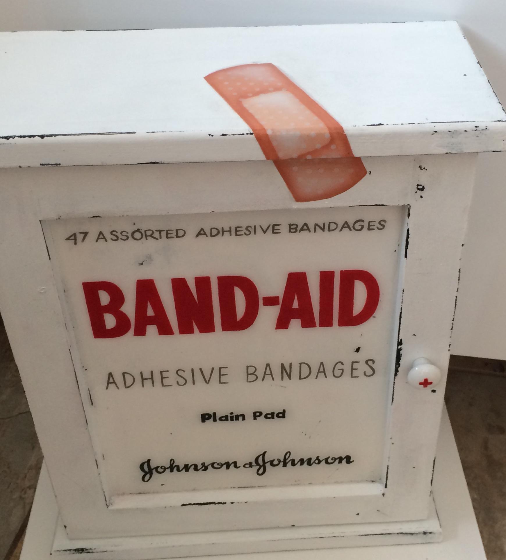 pharmacie-bandaid-2